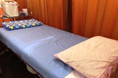 美肌さいさいの施術ベッド