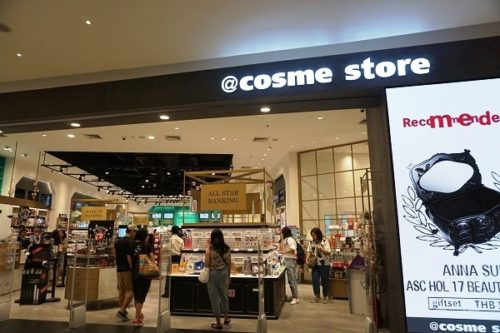 @cosmeストアの店前