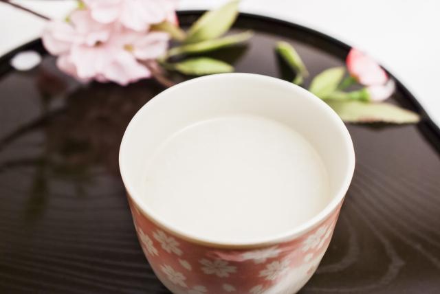 甘酒の作り方。炊飯器と米麹で簡単手作り。月曜から夜更かしで紹介された方法だよ。