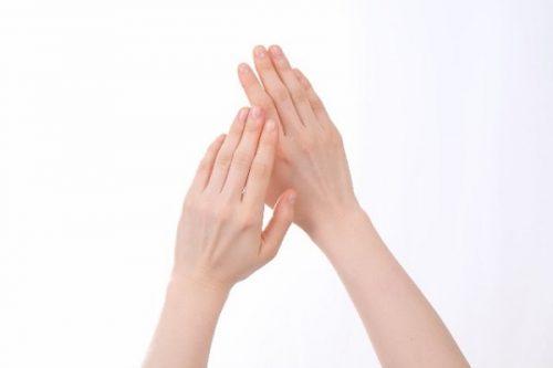 手指の側面や掌に水泡が!かゆく...