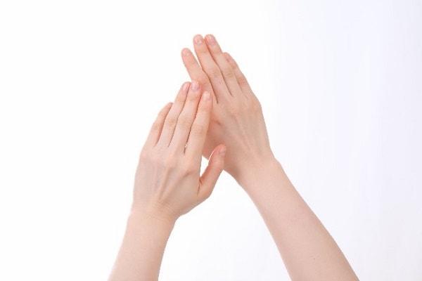 手指の側面や掌に水泡が!かゆくないけど原因は何?薬や対処方法を紹介!