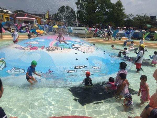 東条湖おもちゃ王国のプール夏休み中は大混雑!日陰の場所を取って1日満喫しよう!
