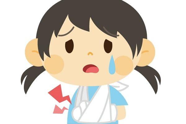 2歳の子供が腕を骨折!完治までの期間、リハビリは?症状や痛みなどの体験談。