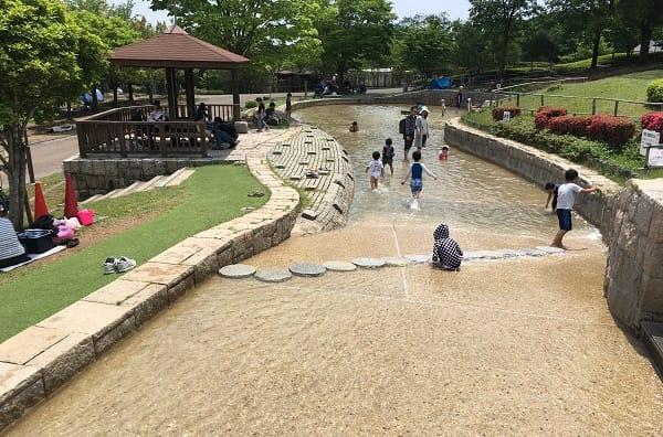 一庫公園は水遊びもできておすすめ。駐車場の混雑状況や遊具などをレポート!