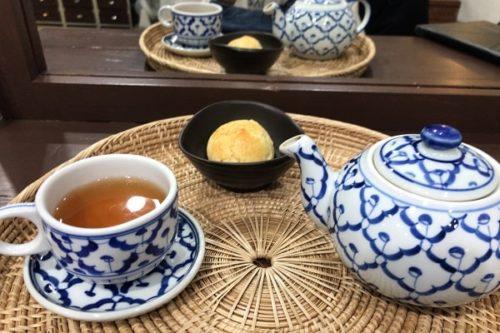 スコーンとお茶