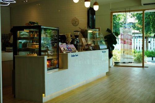 くもカフェのカウンター