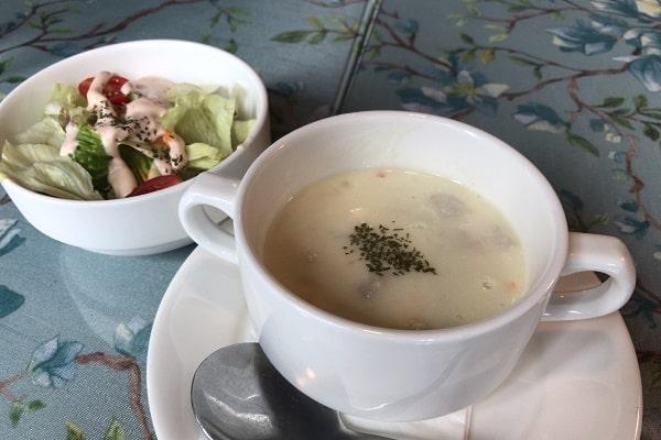 マ・メゾンのランチセットサラダとスープ