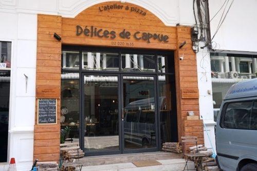 Delices de Capoueの店前