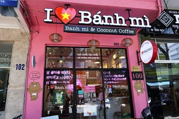 I LOVE Banh MIのお店前